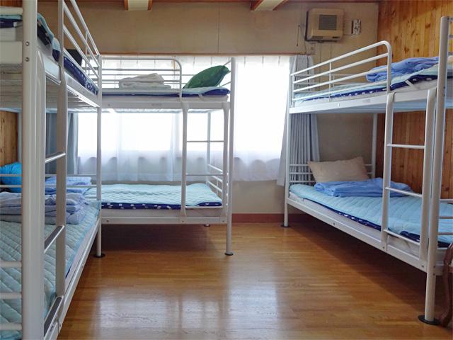 男性用二段ベッド(3台)一室